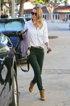 Best How To Wear Green Pants Casual Khakis 59 Ideas Dark Green Jeans, Green Skinny Jeans, Green Skinnies, Grey Jeans, Skinny Pants, Casual Winter Outfits, Fall Outfits, Cute Outfits, Dress Casual