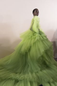 Tami Williams backstage at Giambattista Valli Haute Couture Spring / Summer 2018 Tami Williams backstage at Giambattista Valli Haute Couture Style Couture, Haute Couture Fashion, Fru Fru, Estilo Fashion, Tulle Dress, Mannequins, Beautiful Gowns, House Beautiful, Foto E Video