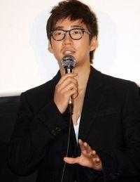 Yoon Kye-sang (윤계상)