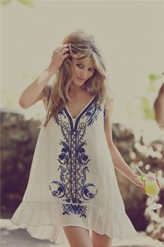 Love her dress... Not her hair.  Love this free-flowing dress, perfect for Summer time or Vacay <3