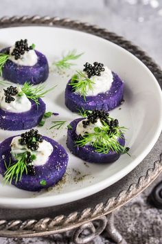 Purple potato bites with horseradish creme fraiche and caviar - bold colors and big flavors packed into a small, delicious morsel - the perfect starter for your holiday dinner or a cocktail party. Purple Potatoes, Baby Potatoes, Purple Food, Potato Bites, Snacks Für Party, Party Appetizers, Shot Glass Appetizers, Elegant Appetizers, Thanksgiving Appetizers