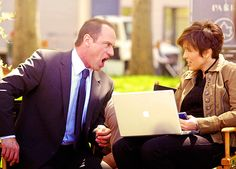 Funny picture! Look at Mariska's face!
