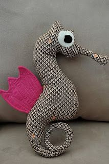 lia's crafty journey: tutorial: the making of mr. seahorse- free pattern