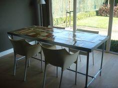 PURE kleurrijke tafel van sloophout en steigerbuizen