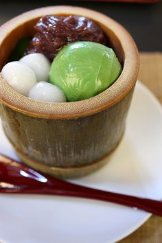 Delicious Matcha Icecream, Mochi and Red Bean Paste! A great combo of light desserts after a heavy dinner!