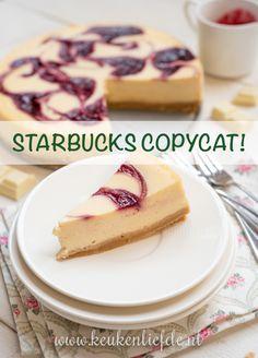 Witte-chocoladecheesecake met frambozensaus swirl (Starbucks copycat!)