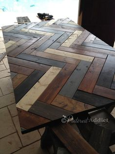 Herringbone Headboard Tutorial Possibly for our dining room table top? Build A Headboard, Diy Headboards, Wood Headboard, Pallet Furniture, Furniture Projects, Pallet Walls, Reclaimed Furniture, Pallet Tv, House Furniture