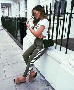 44 Charming Adidas Pants Outfit Ideas Like a Street Style Pro Sporty Outfits, Outfits For Teens, Trendy Outfits, Cute Outfits, Fashion Outfits, Ootd Fashion, Street Fashion, Adidas Outfit, Adidas Pants