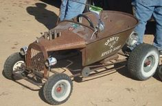 wheelbarrow go-kart rat rods Kart Cross, Kids Wagon, Diy Go Kart, Radio Flyer, Kids Ride On, Pedal Cars, Mini Bike, Wheelbarrow, Old Toys