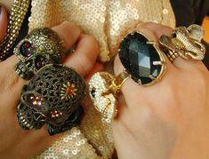 Acessórios - Anéis, colares, pulseiras e broches de caveira