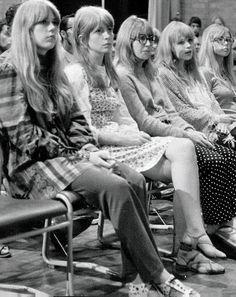 """Patti Boyd  Marianne Faithfull 60's FASHION 今年の秋冬は、60年代ファッションに再び注目が集まると言われていますね。60年代と言えばミニスカートが流行し、女性たちが美しいボディラインを露出するようになった時代ですが、世間はまだまだ保守的で""""男性は..."""
