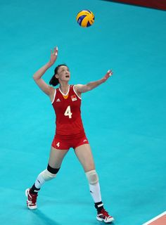 Ruoqi Hui Photos - Ruoqi Hui of China serves the ball in the second set against Japan during Women's Volleyball on Day 11 of the London 2012 Olympic Games at Earls Court on August 2012 in London, England. Women Volleyball, Knee Injury, Female Athletes, Olympic Games, Olympics, China, Japan, Running, Earls Court