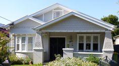 61 Ideas Exterior Bungalow Renovation Window For 2019 Best Exterior House Paint, Exterior Siding Colors, Exterior Cladding, Exterior Doors, Exterior Design, Exterior Paint, Bungalow Interiors, Bungalow Renovation, Bungalow Homes