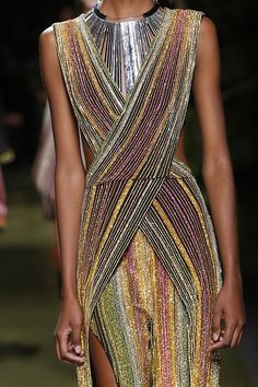 The Stylish Gypsy (forlikeminded: Balmain Fashion 2020, Fashion Models, High Fashion, Womens Fashion, Paris Fashion, Haute Couture Style, Fashion Details, Fashion Design, Couture Collection