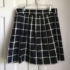 """Michael Kors Skirt Purchased from another posher and too small for me! It's a fantastic window pane pattern skirt with pockets and a side zip. 100% cotton, 18"""" wide waist, 22"""" long. Looks great with a chambray shirt, very versatile! Price is firm. Michael Kors Skirts Midi"""