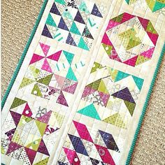 Talulah's Treehouse made this little sampler als a sewing-mat for her machine. She used the collections Simlycolorful from V&Co and Zen Chic's Modern Backgrounds Paper. Isn't it lovely?