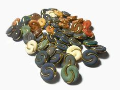 fabric vintage buttons Sewing buttons Round buttons Decorative buttons Mix color Sewing supplies Diy buttons Craft supplies by Neda Diy Buttons, Vintage Buttons, Etsy Handmade, Handmade Gifts, Online Gift, Button Crafts, Sewing A Button, Etsy Jewelry, Statement Jewelry