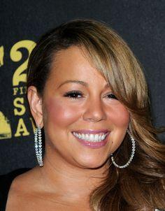 Mariah Carey Photos Photos - Singer-actress Mariah Carey poses in the press room…
