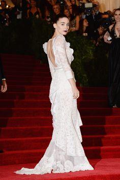 Todas las fotos de celebrities y de alfombra roja de la gala del MET 2013: Rooney Mara de Givenchy Alta Costura