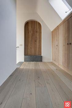 Hal met houten vloeren