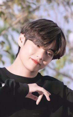 Taehyung Selca, Bts Bangtan Boy, Bts Boys, Bts Jungkook, Foto Bts, V Smile, V And Jin, Taehyung Photoshoot, V Video