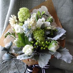 cool vancouver florist White&Green #whiteflower#hyacinth#viburnum#tulipsspringflowers by @florieadesign  #vancouverflorist #vancouverflorist #vancouverwedding #vancouverweddingdosanddonts