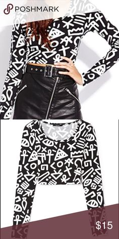 Printed crop top Cute printed crop top to wear with a mini skirt or jeans Forever 21 Tops Crop Tops