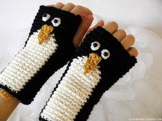 Penguin fingerless gloves In case you're feeling chilly Crochet Hand Warmers, Crochet Mittens, Mittens Pattern, Crochet Gloves, Cute Crochet, Knit Crochet, Wrist Warmers, Crochet Accessories, Yarn Crafts