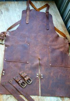 Split Leg Leather Apron with Removable Leg Straps Leather Apron, Leather Pouch, Leather Tooling, Tan Leather, Botas Hippy, Welding Apron, Shop Apron, Men's Apron, Leather Work Gloves
