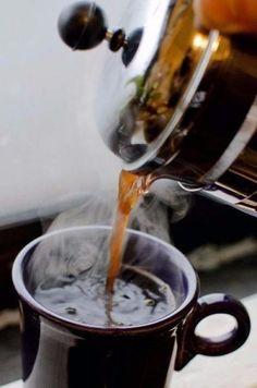 """1. кофе """"Горящая Лава"""". Ингредиенты: Кофе, сваренный в кофеварке - 3 чашки. Коньяк - 8 ст. л. Цедра половины лимона. Цедра одного апельсина. Корица - 1 щепотка. Мускатный орех - 1 щепотка. Сахар - 8 к..."""