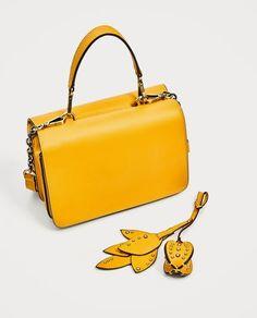 Image 3 de MINI SAC BANDOULIÈRE AVEC DÉTAIL FEUILLES de Zara handmade  leather handbags b2ed8853dd0