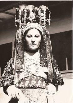 Ponická parta v storočí, Slovakia Shaman Woman, Bridal Headdress, Gypsy Rose, Heart Of Europe, In Ancient Times, Traditional Outfits, Old Photos, Folk Art, Art Photography