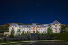 Square Foot Newly Built Mega Mansion In Draper, UT Owned By Entertainment Mogul Utah Home Builders, Custom Home Builders, Custom Homes, Mega Mansions, Mansions Homes, Exterior Design, Interior And Exterior, Different House Styles, Craftsman Exterior