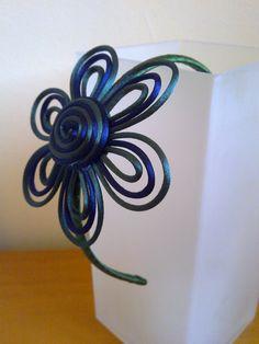 Diadema de flor en cola de ratón.