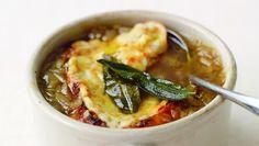 Jamie Oliver, Fransız soğan çorbasına meydan okuyor! Günün tarifi bize yemeğe eklenen her ayrıntının ne kadar fark yarattığını gösterecek.  http://www.24kitchen.com.tr/tarifler/ingiliz-sogan-corbasi