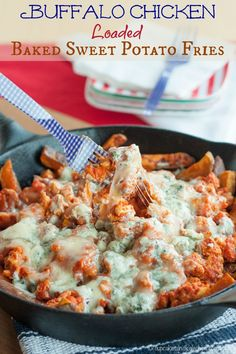 Buffalo Chicken Loaded Baked Sweet Potato Fries - these are insanely awesome gameday grub! Classic hot and spicy wings flavor in an ooey gooey pile of cheesy goodness Appetizer Recipes, Snack Recipes, Cooking Recipes, Chicken Appetizers, Burger Recipes, Easy Recipes, Sweet Potato Chips, Tailgating Recipes, Game Day Food