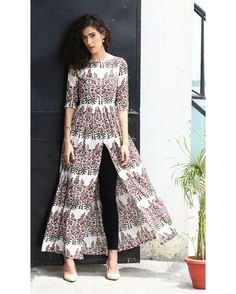 Indian fashion has changed with each passing era. The Indian fashion industry is rising by leaps and bounds, and every month one witnesses some new trend o Pakistani Dresses, Indian Dresses, Indian Outfits, Indian Attire, Indian Wear, Kurta Designs, Blouse Designs, Indian Designer Wear, Indian Fashion