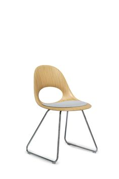 SayO MiniLux chair with cushion and metal frame. Find out more at www.sayo.dk