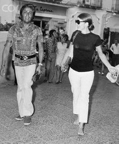 Jacqueline Onassis cammina con Valentino a Capri il 24 Agosto 1970 - Image by © Bettmann/CORBIShttp://www.thedress.it/2096/le-nozze-dei-kennedy-parte-1-bob-jfk-jackie-o/#
