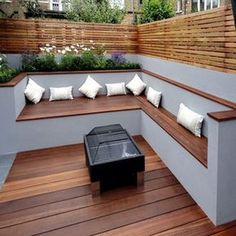 The modern wooden garden bench adapts to any garden situation . - Garten Dekoration The modern wooden garden bench adapts to any garden situation . Backyard Seating, Backyard Privacy, Small Backyard Landscaping, Garden Seating, Backyard Patio, Landscaping Ideas, Patio Ideas, Pool Ideas, Decking Ideas