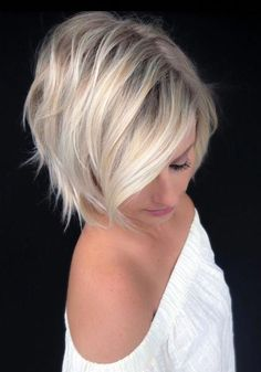 Side Parted Choppy Bob ❤️ A choppy bob haircut is the needed answer to all thick and thin questions! The advantages of this bob are countless, so if you're looking for styling changes, you've com Short Blonde Haircuts, Choppy Bob Haircuts, Cool Short Hairstyles, Hairstyles Haircuts, Short Hair Cuts, Short Hair Styles, Choppy Bobs, Hairstyles Pictures, Short Wavy