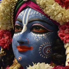 Krishna Statue, Krishna Radha, Lord Krishna, Lord Shiva, Durga, Indian Gods, Indian Art, Krishna Painting, Hindu Art