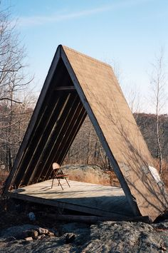 Levi Mandel, Roof Shelter, c. 2014 (via field) A Frame Cabin, A Frame House, Cabins In The Woods, House In The Woods, Triangle House, Meditation Space, Cabins And Cottages, Outdoor Living, Outdoor Decor