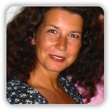 """Jobtrainer Celestine Raven  Na 14 jaar als leidinggevende en professional bij de Omroep te hebben gewerkt, ben ik nu met veel passie en plezier communicatietrainer. Miscommunicatie is de bron van alle misverstanden. We kunnen dus niet vaak genoeg tijd besteden aan hoe we dat nu eigenlijk doen en wat er beter kan.    Naast mijn werk als communicatietrainer in Nederland organiseer ik met mijn stichting """"2do-good"""" managementtrainingen in ontwikkelingslanden als Gambia."""