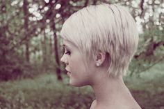Love her hair color and cut!  FYGWSH