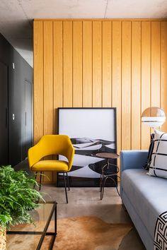 Decoração de apartamento, decoração de apartamento pequeno, decoração descolada, madeira, cadeira amarela, plantas, plantas no décor.
