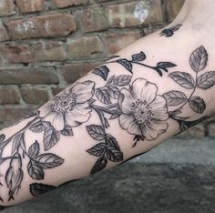#tattoofriday - Mary Tereshchenko (Ucrânia) - tatuagens botânicas;