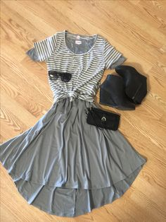 Outfit of the day! Carly-S, ClassicT-XS. $80 #lularoecathyha #lularoecarly #lularoeclassict