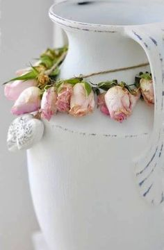 Love dried roses in a garland!