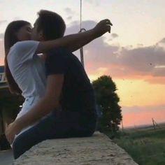 Romantic Couple Kissing, Cute Couples Kissing, Cute Couples Photos, Cute Couples Goals, Romantic Couples, Couple Kissing Video, Romantic Hugs, Hot Kiss Couple, Most Romantic Kiss
